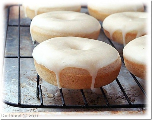 donuts 1 thumb Baked Cinnamon Doughnuts with Vanilla Glaze