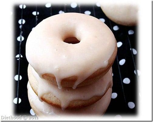 donuts 4 thumb Baked Cinnamon Doughnuts with Vanilla Glaze