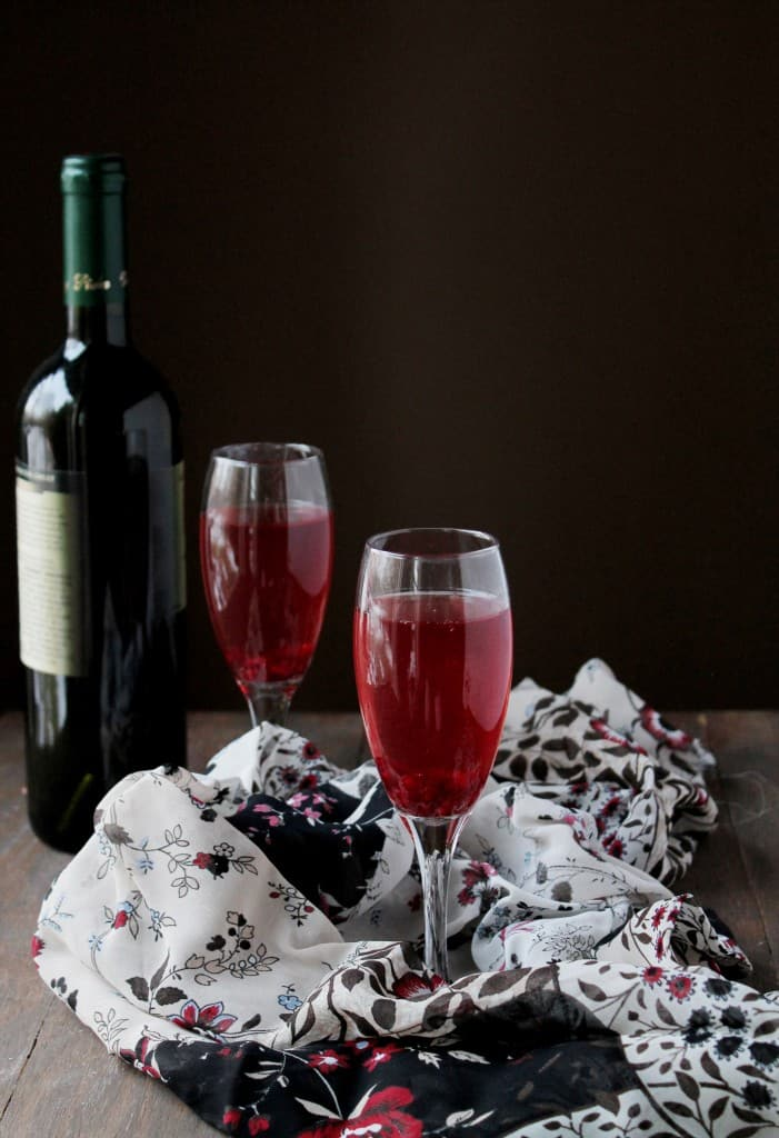 Pomegranate Mimosas via www.diethood.com | #drinks #recipe #nye