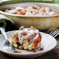 Cinnamon Rolls with Pecans and Lemon Cream Cheese Frosting | www.diethood.com | #cinnamonrollsrecipe #breakfast #recipe #frosting