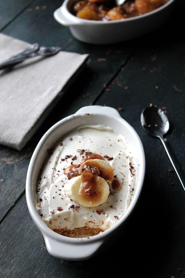 Banana Foster No Bake Cheesecake   www.diethood.com   #cheesecake #bananafoster #dessert #recipe @diethood