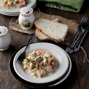 Slow Cooker Creamy Chicken Pasta | www.diethood.com | #recipe #slowcookerrecipe #chickenrecipe #pastarecipe via @diethood