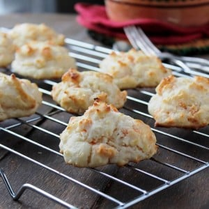 Savory Sundays: Garlic and Cheddar Drop Biscuits {Guest Post}