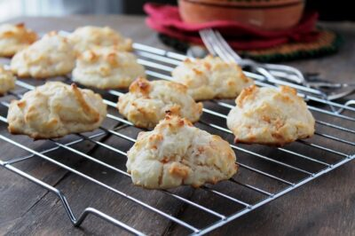 Garlic Cheddar Drop Biscuits from www.diethood.com | #recipe #biscuits