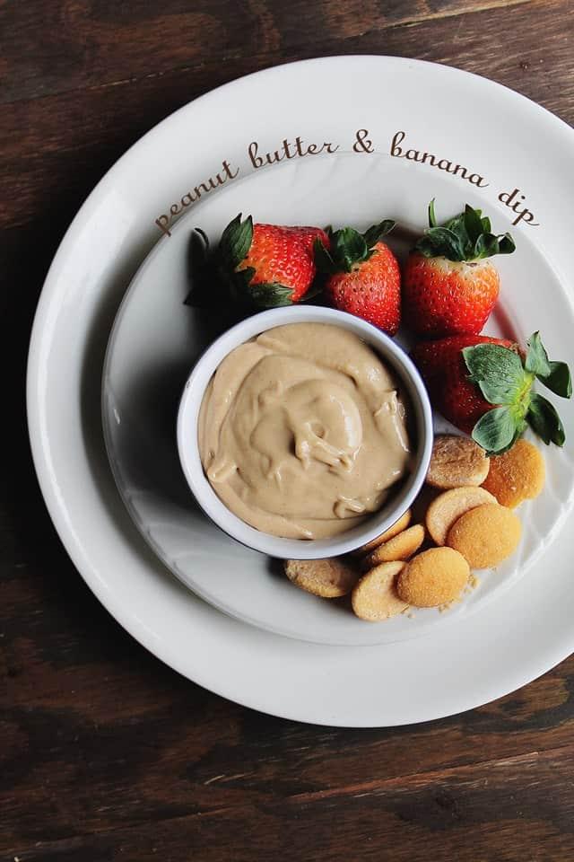 Peanut Butter and Banana Dip | www.diethood.com | Creamy peanut butter and banana make a deliciously sweet dip | #peanut butter #fruit #recipe #appetizer