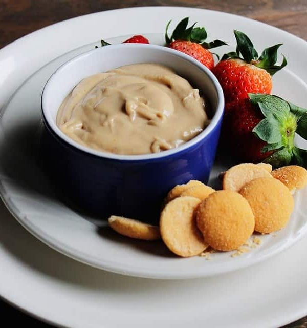 Peanut Butter and Banana Dip | www.diethood.com | Creamy peanut butter and banana make a deliciously sweet dip | #peanut butter #fruit #recipe #appetizer