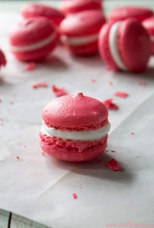 ... with a Marshmallow Frosting | #recipe #macarons #marshmallows #dessert