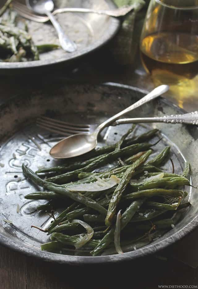 Roasted Green Beans | www.diethood.com | #recipe #vegetables #sidedish