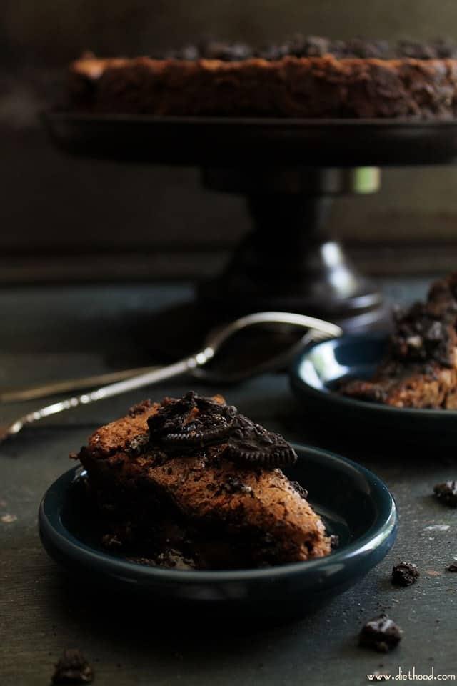 Cookies and Cream Flourless Chocolate Cake | www.diethood.com | Rich, crunchy, smooth, chocolaty cake with cookies and cream | #cake #chocolate #recipe #flourless