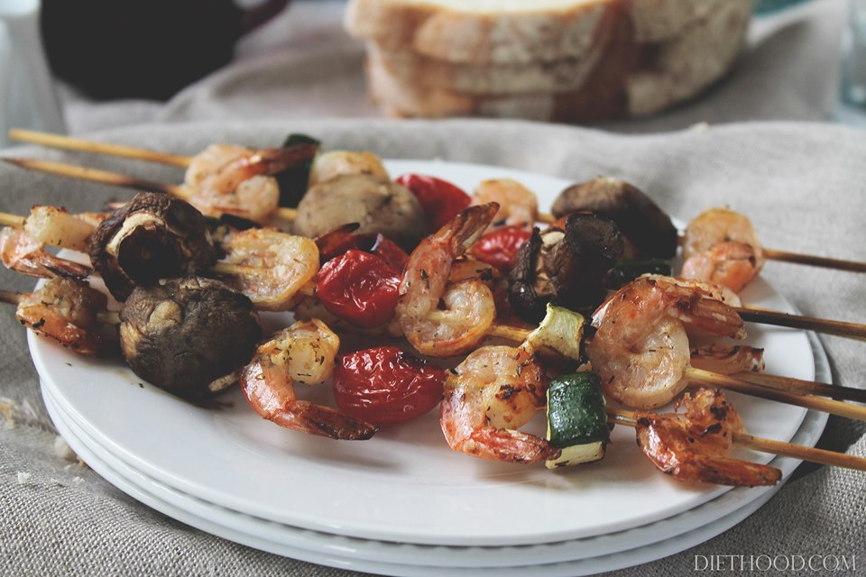 lemon and thyme shrimp wp {Grilled} Lemon and Thyme Shrimp and Veggie Skewers