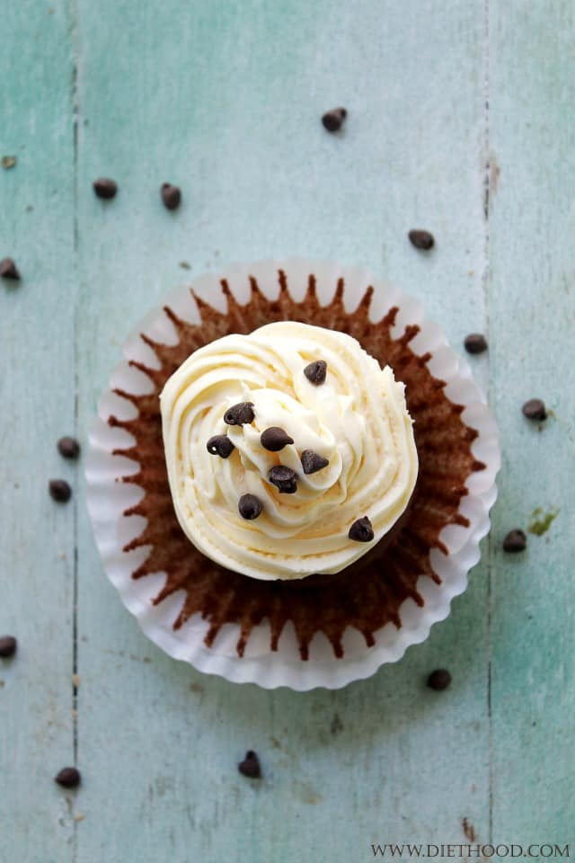 Chocolate Cinnamon Cheesecake Cupcakes   www.diethood.com   Delicious, homemade chocolate cupcakes filled and topped with an incredible cinnamon cheesecake frosting!   #recipe #cupcakes #chocolate