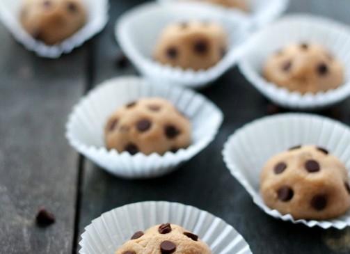 Peanut Butter Chocolate Chip Cookie Dough Balls   www.diethood.com