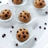 Peanut Butter Chocolate Chip Cookie Dough Balls | www.diethood.com