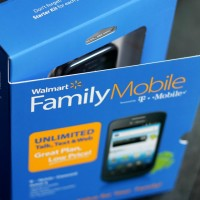 Saving for the Holidays with Walmart Family Mobile | www.diethood.com | #FamilyMobileSaves #cbias #shop