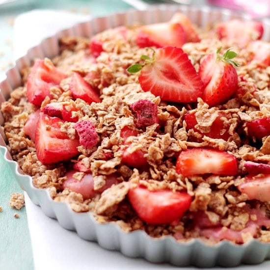 Strawberry Coconut Oatmeal Crunch Pie   www.diethood.com   This amazing, sweet, yet healthy Strawberry Coconut Oatmeal Crunch Pie combines a crust made of shredded coconut, quick oats, and cereal flakes, topped with a silky strawberry sauce and sliced, fresh strawberries.   #pie #recipe #breakfast