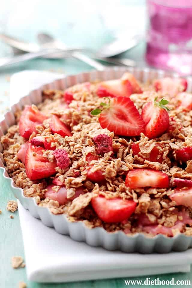 Strawberry Coconut Oatmeal Crunch Pie | www.diethood.com | This amazing, sweet, yet healthy Strawberry Coconut Oatmeal Crunch Pie combines a crust made of shredded coconut, quick oats, and cereal flakes, topped with a silky strawberry sauce and sliced, fresh strawberries. | #pie #recipe #breakfast