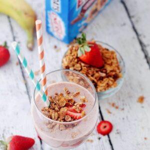 Honey Oats Strawberry Smoothie | www.diethood.com