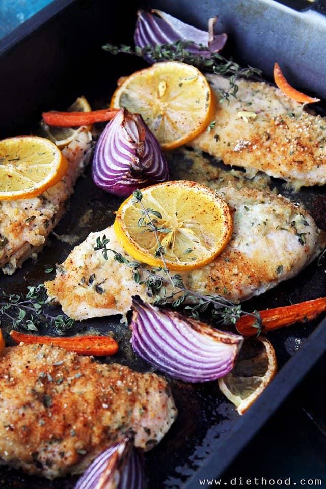 Garlic-Yogurt Baked Chicken   www.diethood.com   Flavorful, delicious baked chicken marinated in a yogurt mixture with garlic and thyme.   #recipe #chicken