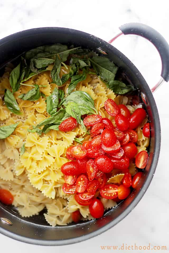 One Pot Caprese Pasta Dinner | www.diethood.com |The quickest, most delicious pasta dinner you will ever make! | #pasta #recipes #onepotmeal