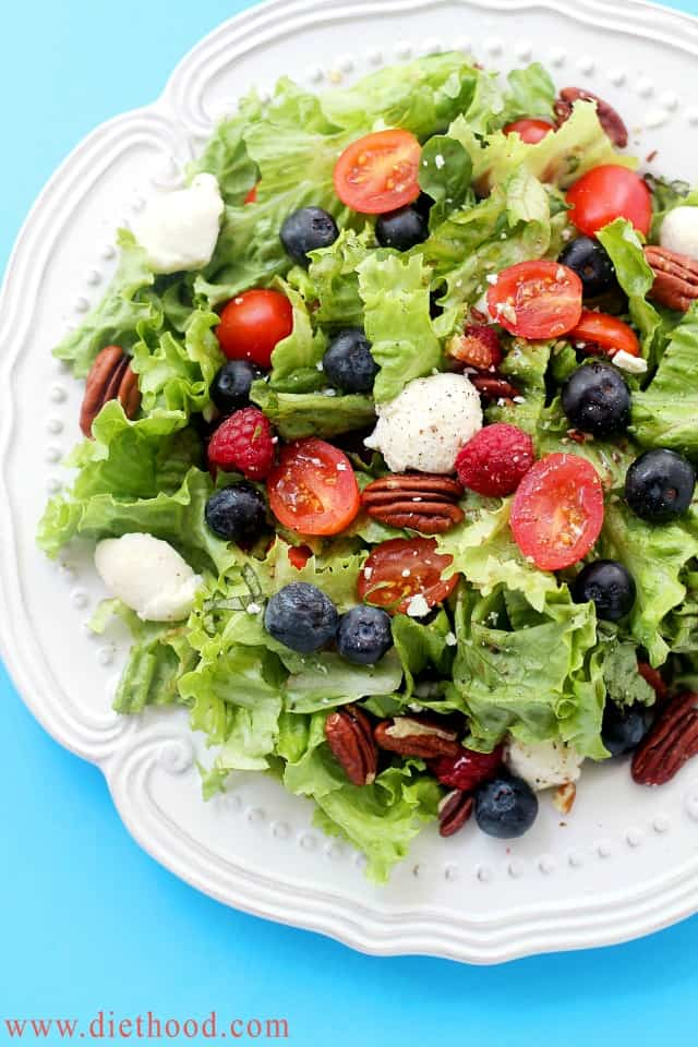 Berry Caprese Salads | www.diethood.com | Caprese Salad mixed with greens and berries - I can LIVE on this stuff! | #recipe #capresesalad #berries