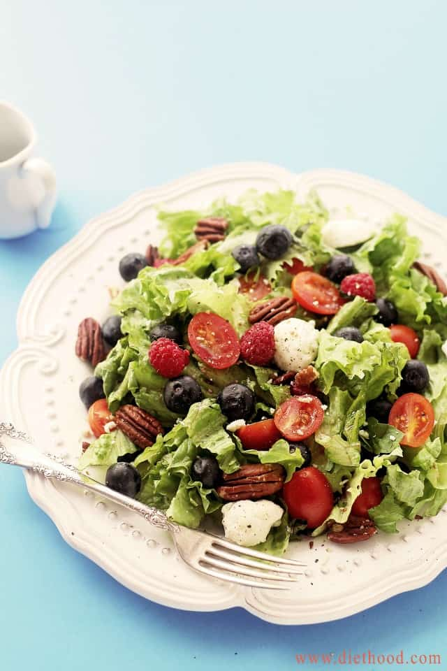 Berry Caprese Salad | www.diethood.com | Caprese Salad mixed with greens and berries - I can LIVE on this stuff! | #recipe #capresesalad #berries