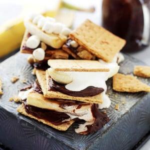 Chocolate Peanut Butter Banana S'mores   Chocolate Peanut Butter Banana S'mores   www.diethood.com   S'mores just got WAY BETTER!   #recipe #smores #dessert