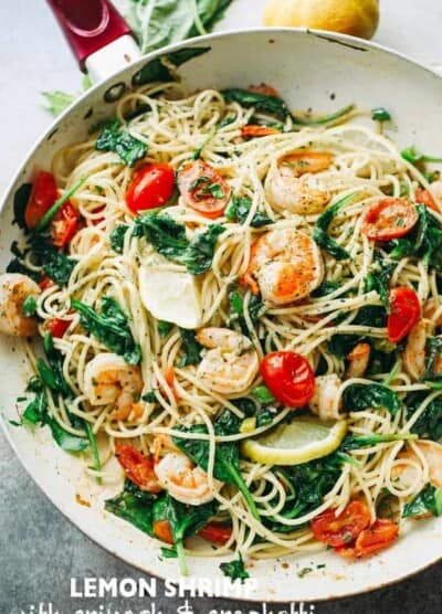 Lemon Shrimp and Spinach with Spaghetti - A quick and absolutely delicious spaghetti dinner tossed with shrimp, spinach, tomatoes, garlic, and lemon juice.