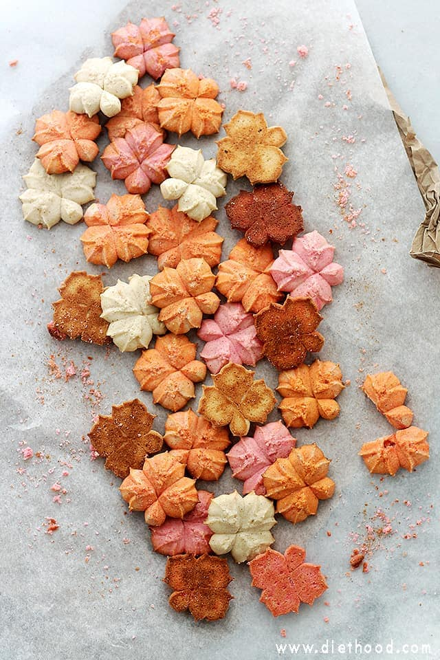 Pumpkin Spice Spritz Cookies | www.diethood.com | Buttery and delicious spritz cookies flavored with everyone's Fall-favorite, pumpkin spice!