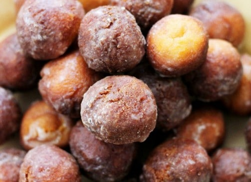 Baked Vanilla-Glazed Donut Holes | www.diethood.com | Baked, delicious donut holes covered with a sweet vanilla glaze.