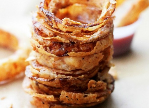 Onion Rings | www.diethood.com | These delicious Onion Rings have been deemed THE BEST by everyone that has tried them! Dipped in a perfectly seasoned batter, they are incredibly tasty, super crunchy, and we can't get enough of them!