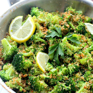 Garlicky Steamed Broccoli | www.diethood.com | Delicious and healthy side dish of steamed broccoli rolled in buttery panko crumbs, garlic and lemon.