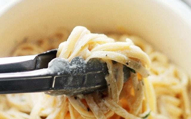Creamy Pasta with Ricotta, Mint and Garlic Sauce