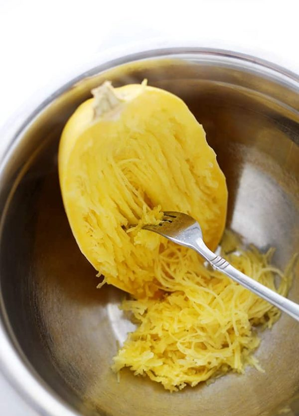 How to Cook Spaghetti Squash in the Microwave | www.diethood.com | A faster, mess-free method to cook spaghetti squash!