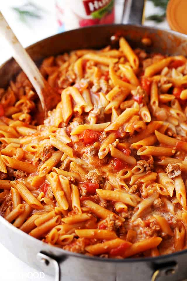 Skillet Baked Gluten Free Pasta with Ground Turkey and Tomatoes - Light, yet hearty and cheesy pasta dish with ground turkey and tomatoes. A one-pot, easy meal that's perfect for any night of the week.