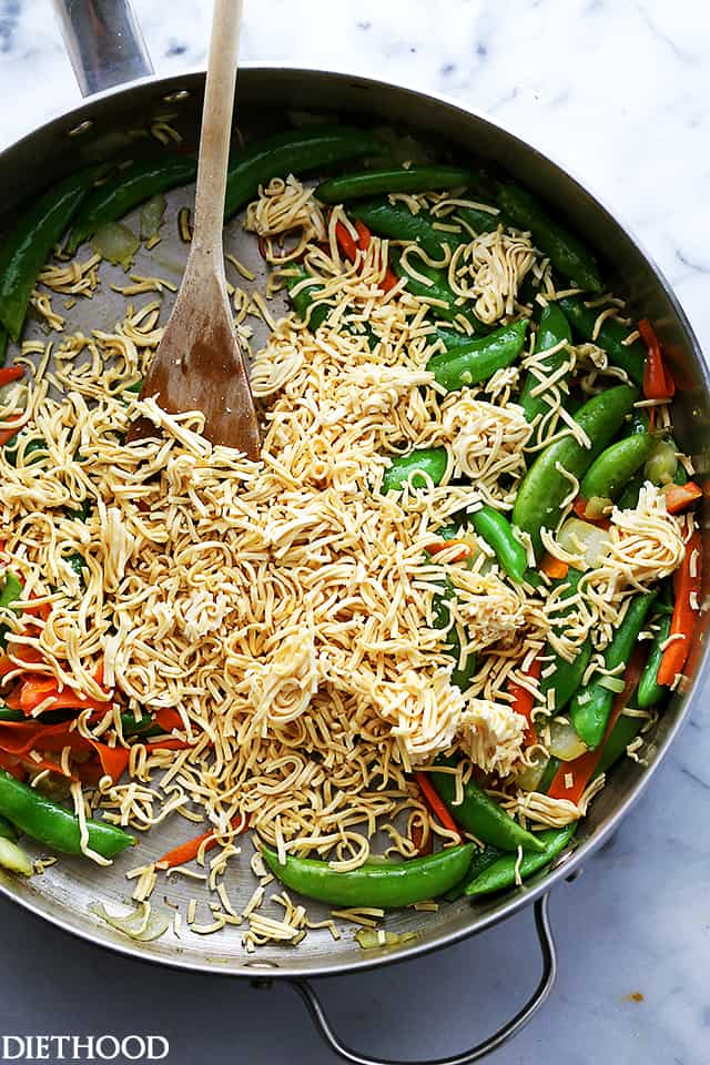 Chicken and Veggies Ramen Noodles Skillet - Delicious ramen noodles tossed with leftover chicken, carrots and snap peas make for an easy and super quick weeknight meal.