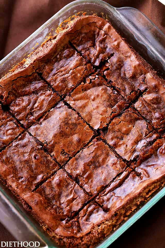 Fudgy Homemade Brownies - The best chewy and fudgy homemade brownies made from scratch in just one bowl! They are incredibly delicious, very easy to make and foolproof.