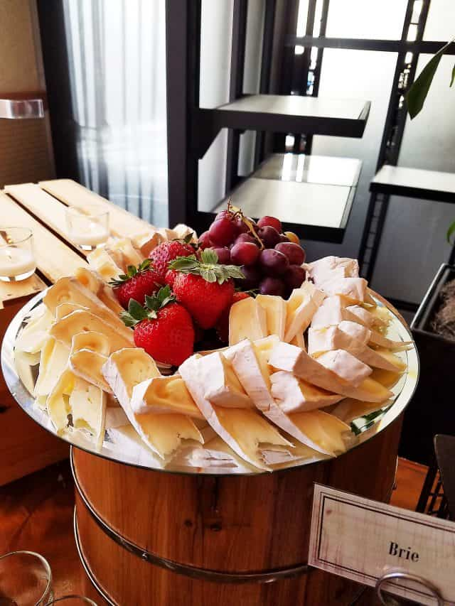 Brie Plate