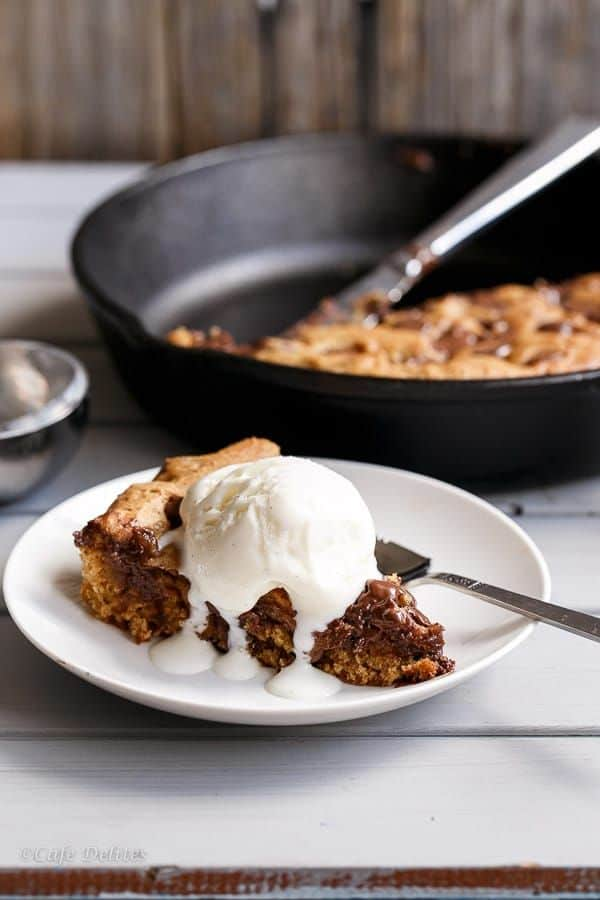 Nnutella-Stuffed-Deep-Dish-Chocolate-Chip-Skillet-Cookie