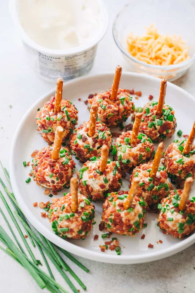 Bacon and Chives Cheese Balls Recipe - Easy, cheesy and bacony bite-size appetizer ideal for your Holiday parties or even game days!