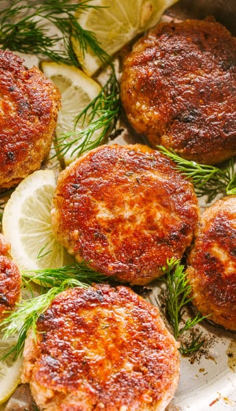 Salmon patties with dill and lemons.