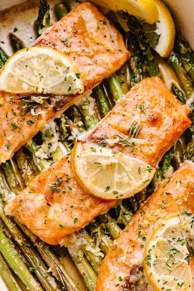 Baked salmon fillets with lemon slices.