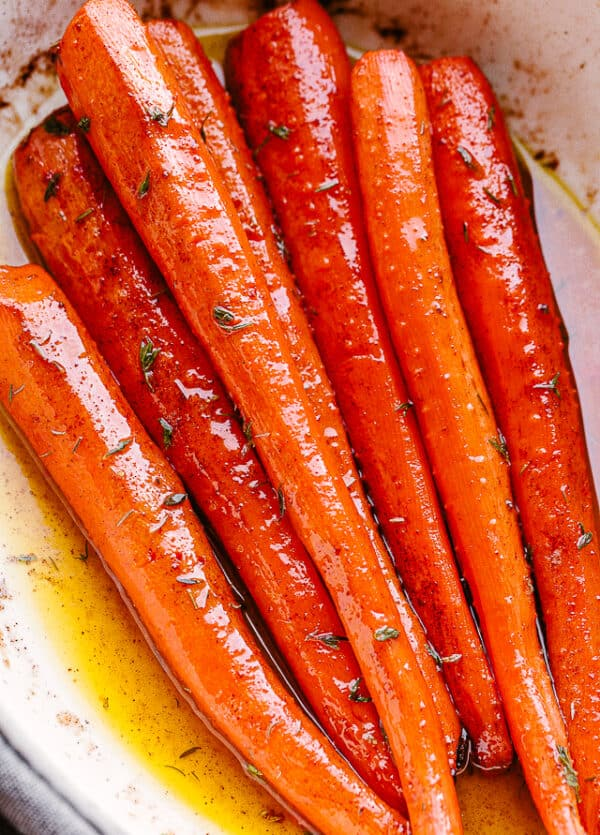 roasted carrots on a serving plate.