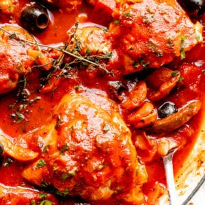 Pot with cooked chicken cacciatore