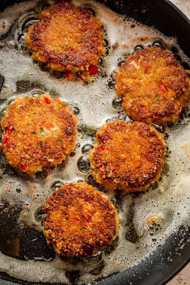 cooking crab cakes in hot oil