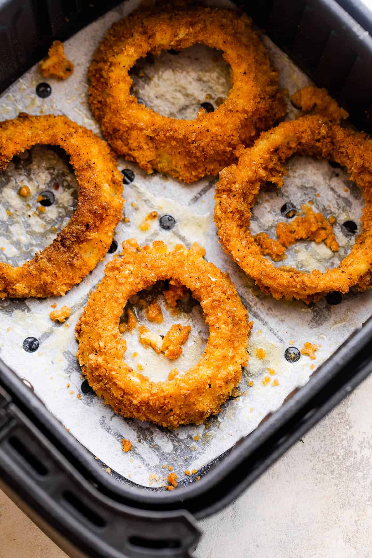 cooking onion rings in the air fryer basket
