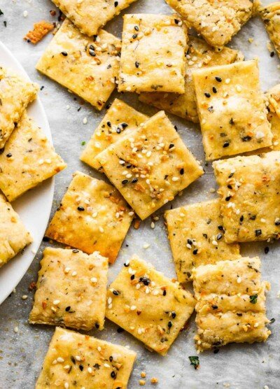 close up picture of homemade crackers topped with everything bagel seasoning