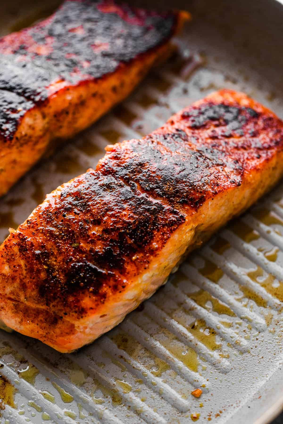 cooking two salmon fillets on the grill